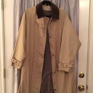 Women's LLBean Khaki Rain Coat; Size XL